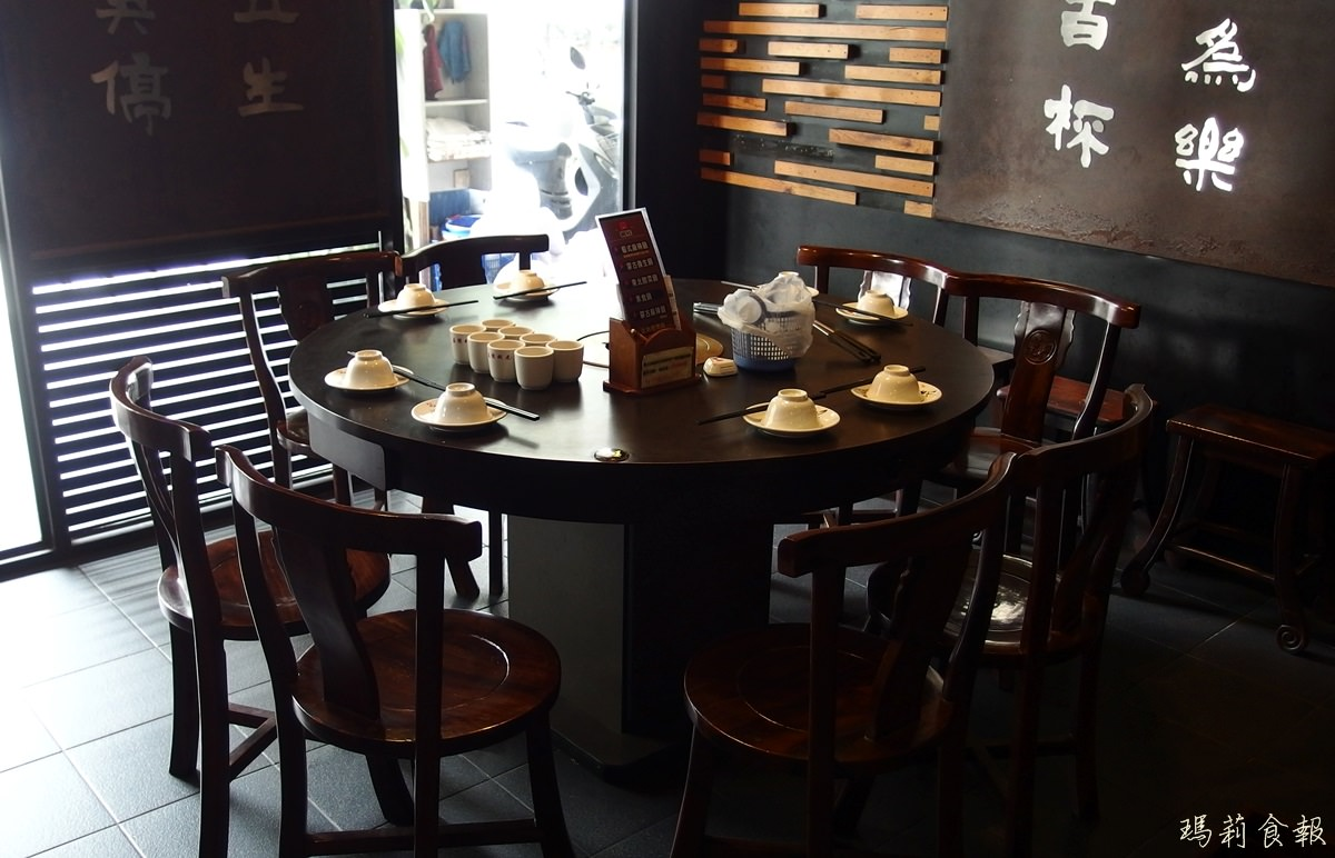 圆桌就餐座位�_包厢的座位是使用圆桌,适合8~10人的聚餐.